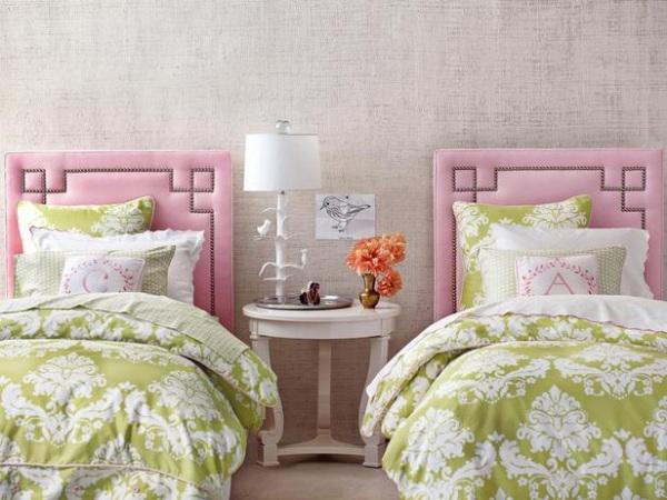 dormitor pentru fete, in nuante de verde si roz