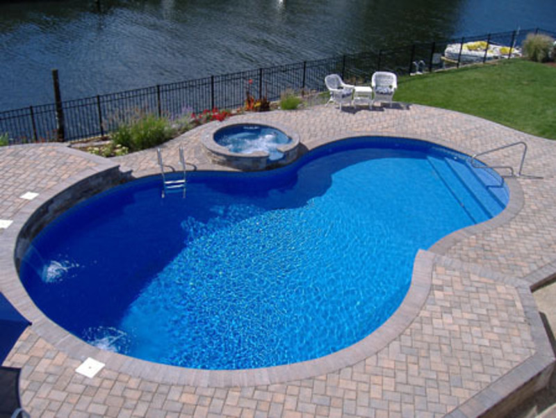 Modele si mobilier pentru piscine amenajari interioare for Domestic swimming pool design