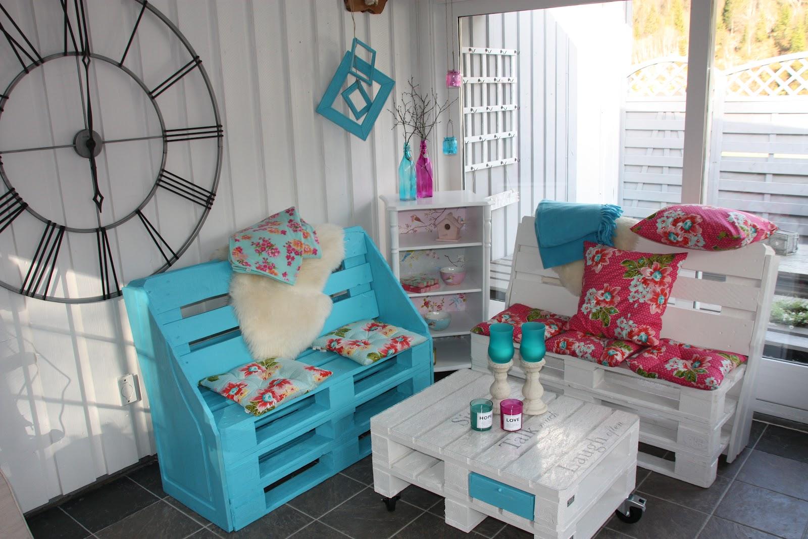 mobila de gradina din palteti amenajari interioare. Black Bedroom Furniture Sets. Home Design Ideas